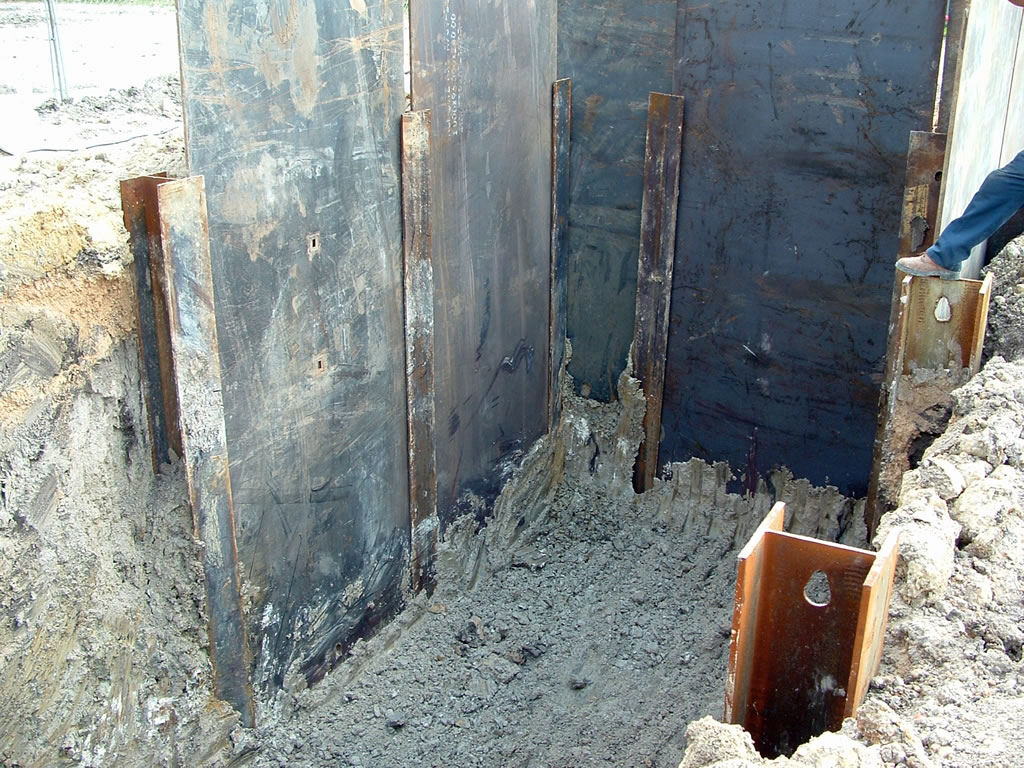 Hass trench shoring railroad airport and heavy civil construction in Houston TX
